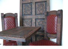 Мебель под старину из массива дерева с резьбой